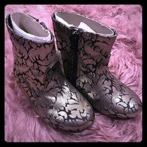 🆕❄️Genuine Kids Silver Caley Boots ❄️